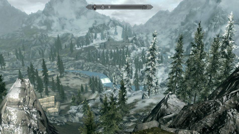 Vista de un fuerte junto a un río